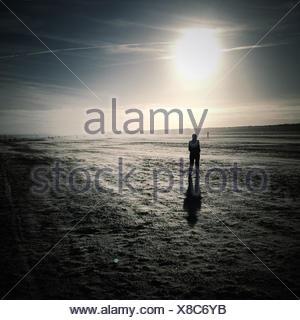 Silhouette der Mann im Schnee
