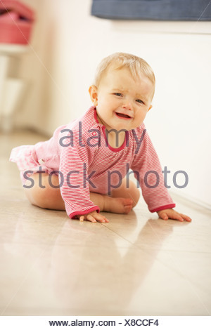 6 monate altes baby m dchen weint stockfoto bild 17313432 alamy. Black Bedroom Furniture Sets. Home Design Ideas