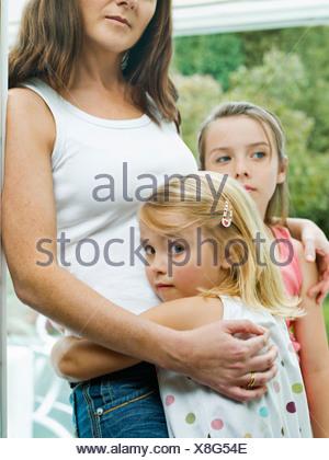 Ein Porträt einer Mutter und ihre Töchter - Stockfoto