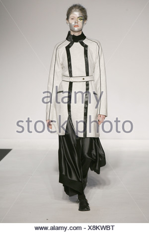 acb78860eea ... Aganovich London bereit zu tragen Herbst Winter weibliche Silber  bemaltem Gesicht