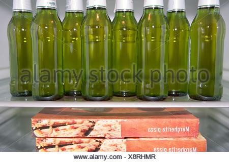 Kühlschrank Pizza Aldi : Eine pizza im kühlschrank stockfoto bild: 18997891 alamy