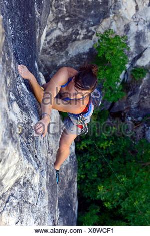 Klettern die Felsen, Frankreich, Savoie Frau