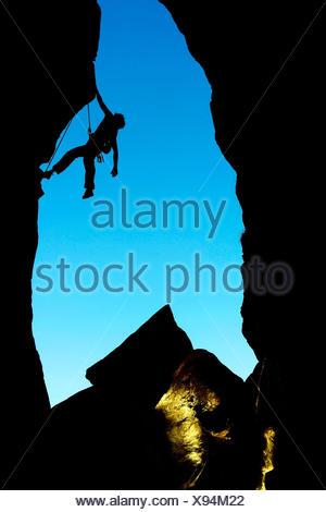 Frau, Kletterfelsen, eine harte Strecke in Savoie, silhouette, Frankreich, Savoie - Stockfoto