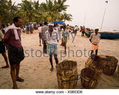 palm beach shores reifen im mittleren alter gro e dame in badekleidung auf der sonnenliege beim. Black Bedroom Furniture Sets. Home Design Ideas
