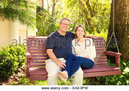 holzschaukel stockfoto bild 76301879 alamy. Black Bedroom Furniture Sets. Home Design Ideas