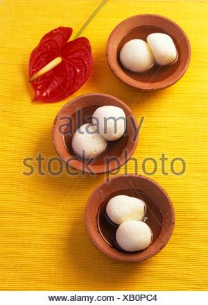 Rasgulla (süße Käsebällchen aus Indien) - Stockfoto