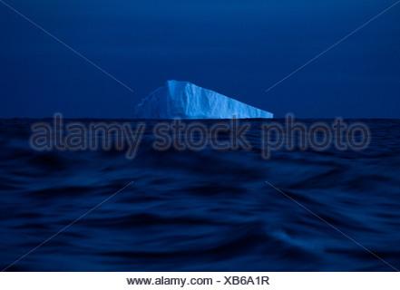 Eis-Wagen aus den Gewässern der Antarktis. - Stockfoto