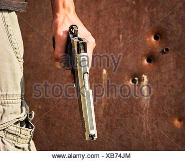 Mann-Betrieb-Pistole - Stockfoto