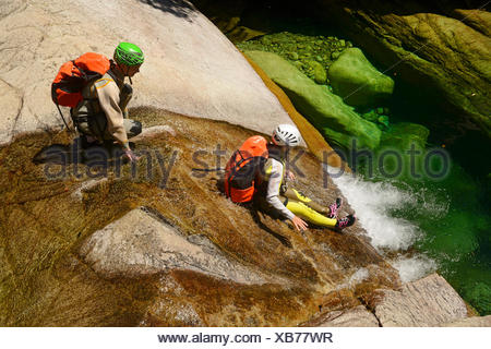 Canyoning in den Canyon Purcaraccia im Bavella-Gebirge, Frankreich, Korsika, Bavella - Stockfoto