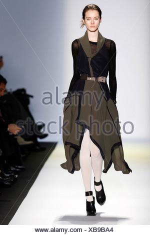 ... BCBG Max Azria New York bereit zu tragen-Herbst-Winter-schwarz und Braun 397427f4b2