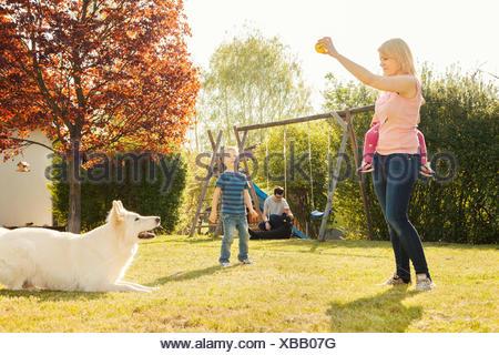 junges m dchen im herbst park liegen stockfoto bild 78808604 alamy. Black Bedroom Furniture Sets. Home Design Ideas