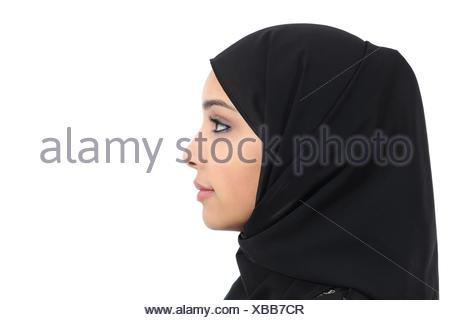 Schwarze Frau, die einen weißen Mann tippt