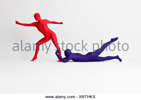 Paar in Bodys posieren zusammen - Stockfoto