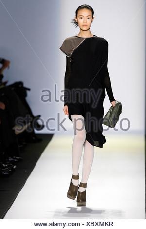 ... BCBG Max Azria New York bereit zu tragen Herbst Winter schwarz Seide Kleid  grau begrenzt Hülse a2974e1e6e