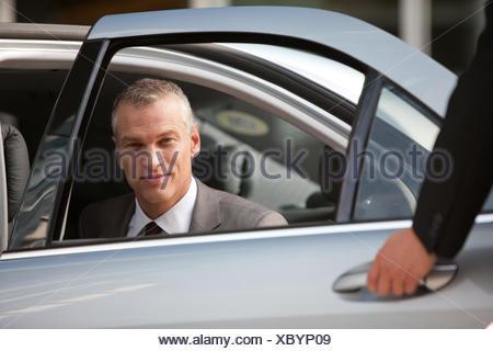 Chauffeur Auto Tür für Unternehmer - Stockfoto
