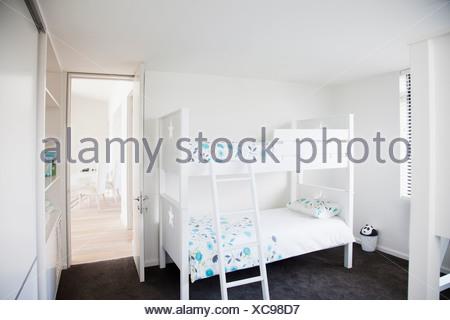 Etagenbett Skandinavisch : Kinder schlafzimmer mit etagenbett stockfoto bild alamy