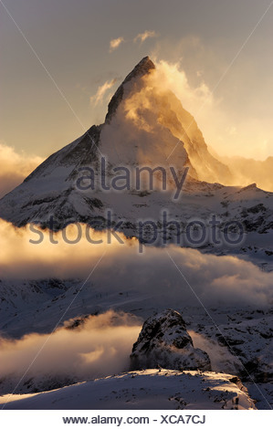 Mt-Matterhorn im Licht der untergehenden Sonne, Zermatt, Wallis, Schweiz, Europa, Europa - Stockfoto