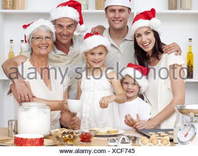 Kinder Backen Weihnachten Kuchen In Der Kuche Mit Ihrer Familie