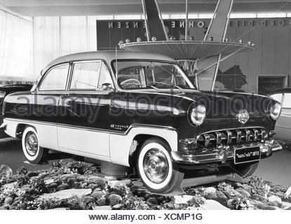 Verkehr/Transport, Auto, Fahrzeug Varianten, Ford Taunus 15M de Luxe, im Verkaufsraum, Ansicht von vorn links, 1950er Jahre, Additional-Rights - Clearences-NA - Stockfoto