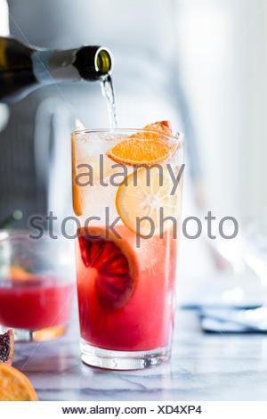Prickelnde Zitrus- und prosecco punch - Stockfoto