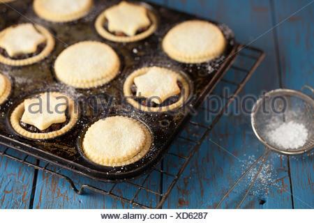 Mince Pies im Tray - Stockfoto