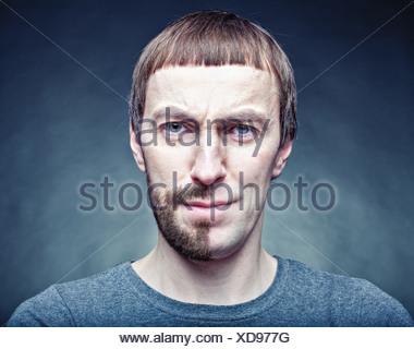 eine halbe Stufe das Gesicht zu rasieren. Fotokonzept - Stockfoto
