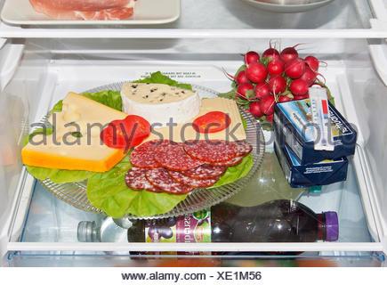 Kühlschrank Platte : Falscher lebensmittellagerung im kühlschrank ungedeckte käseplatte