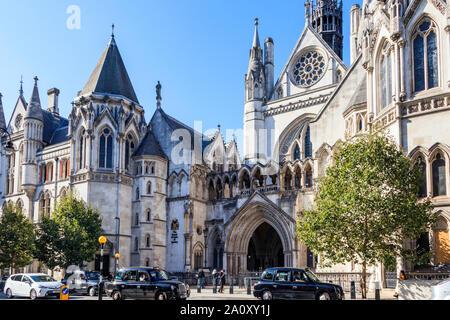 Las Cortes Reales de justicia y el Tribunal Supremo y el Tribunal de Apelación de Inglaterra y Gales, Fleet Street, London, UK