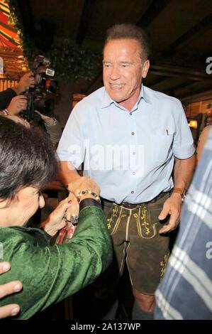 Arnold Schwarzenegger durante la Oktoberfest 2019 a Theresienwiese en Septiembre 22, 2019 en Munich, Alemania.