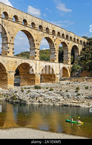 En Remoulins, Francia, 20 de septiembre de 2019 : El Pont du Gard, el mayor puente acueducto romano, y una de las más preservadas, fue construido en la primera centu