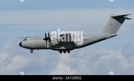 Richmond, British Columbia, Canadá. 24 Sep, 2019. La Fuerza Aérea Real (RAF) Airbus A400M Atlas C.1 (A400M-180) con la inscripción ZM418, un motor turbohélice de cuatro aviones de transporte militar, aterriza en el Aeropuerto Internacional de Vancouver. Crédito: Bayne Stanley/Zuma alambre/Alamy Live News