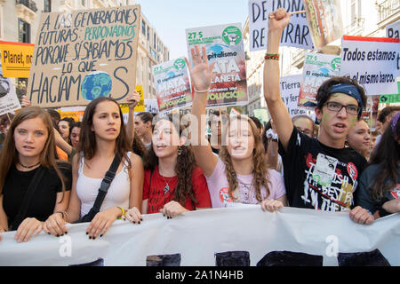 Madrid, España. 27 Sep, 2019. Huelga mundial para el Clima. Es la primera huelga en que gran parte de la sociedad se une a la juventud de los viernes para el futuro. Además de este movimiento, todas las ONG ambientales, los principales sindicatos, extinción de rebelión, de distintas organizaciones de cooperación. (Foto por Alberto Sibaja/Pacific Press) Crédito: Pacific Press Agency/Alamy Live News