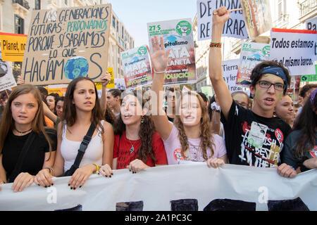 Huelga mundial para el Clima. Es la primera huelga en que gran parte de la sociedad se une a la juventud de los viernes para el futuro. Además de este movimiento, todos env