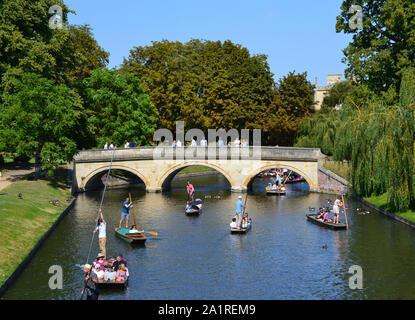 Puente Viejo y el río en Cambridge, Reino Unido