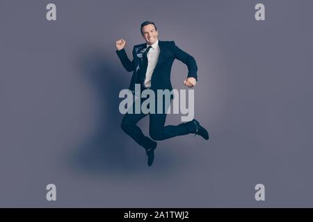 Longitud de tamaño completo cuerpo studio Foto retrato de funky divertido humor