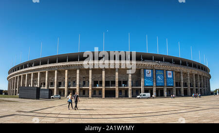 El Estadio Olímpico, el OlympiaStadion - una época nazi monumental estadio construido para los Juegos Olímpicos de 1936 en Berlín Westend, por el arquitecto Werner March.