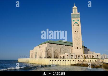 Marruecos Casablanca Mezquita de Hassan II vista desde el oeste waterside