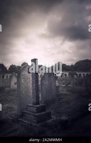 El Cementerio Bromptom atmosférica en Kensington, Londres, Reino Unido