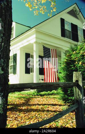 Bandera de EE.UU. En el porche - Woodstock, Vermont