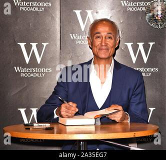 Londres, Reino Unido. El 05 Oct, 2019. Andrew Ridgeley asiste a una firma de libros para 'Wham! George & Me' en la librería Waterstones de Piccadilly. Crédito: Sopa de imágenes limitado/Alamy Live News