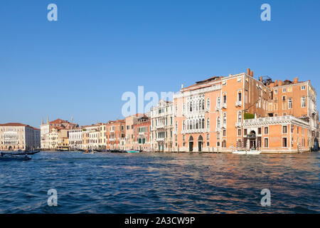 El Gran Canal de Venecia, Véneto, Italia al amanecer mirando hacia San Polo