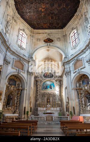 Interior de la Chiesa di Santa Chiara (Iglesia de Santa Clara) en la Plazoleta de Vittorio Emanuele II, Lecce, Apulia (Puglia) en el sur de Italia