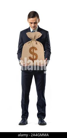 Un empresario sobre fondo blanco la celebración de un saco con un signo de dólar impreso en ella.