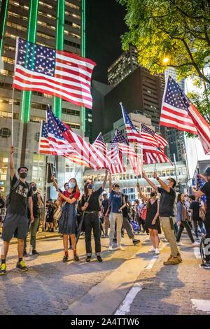 El centro de Hong Kong. El 14 de octubre de 2019. Más de 100.000 manifestantes se reunieron Chater Garden y desbordado en el distrito central de negocios de Hong Kong durante una manifestación pacífica. La reunión exhortó a los Estados Unidos para pasar el Hong Kong los derechos humanos y la democracia, la Ley de 2019. Este acto podría sancionar a funcionarios que socavan los derechos de las personas en Hong Kong.