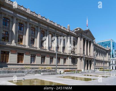 Palacio de los Tribunales de Justicia (el Palacio de Tribunales de Justicia), que alberga a la Corte Suprema de Chile, Santiago, Chile, Sudamérica