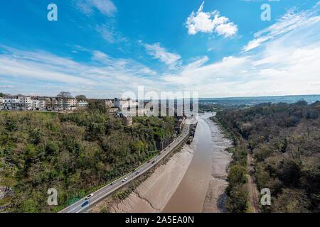 Bristol, Reino Unido, Abril 2019 - vistas al río Avon & desde Bristol Clifton Suspension Bridge