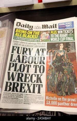 """""""Furia en la parcela del trabajo al naufragio Brexit' titular de prensa en la portada del Daily Mail de Londres Inglaterra el 21 de octubre de 2019"""