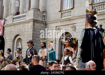 El desfile de gigantes durante la Merce Festival 2019 en la Plaça de Sant Jaume, en Barcelona, España