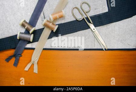 Materiales de costura en una tabla