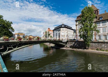 Estrasburgo, Bas-Rhin / Francia - 10 de agosto de 2019: el histórico casco antiguo y el barrio de La Petite France de Estrasburgo